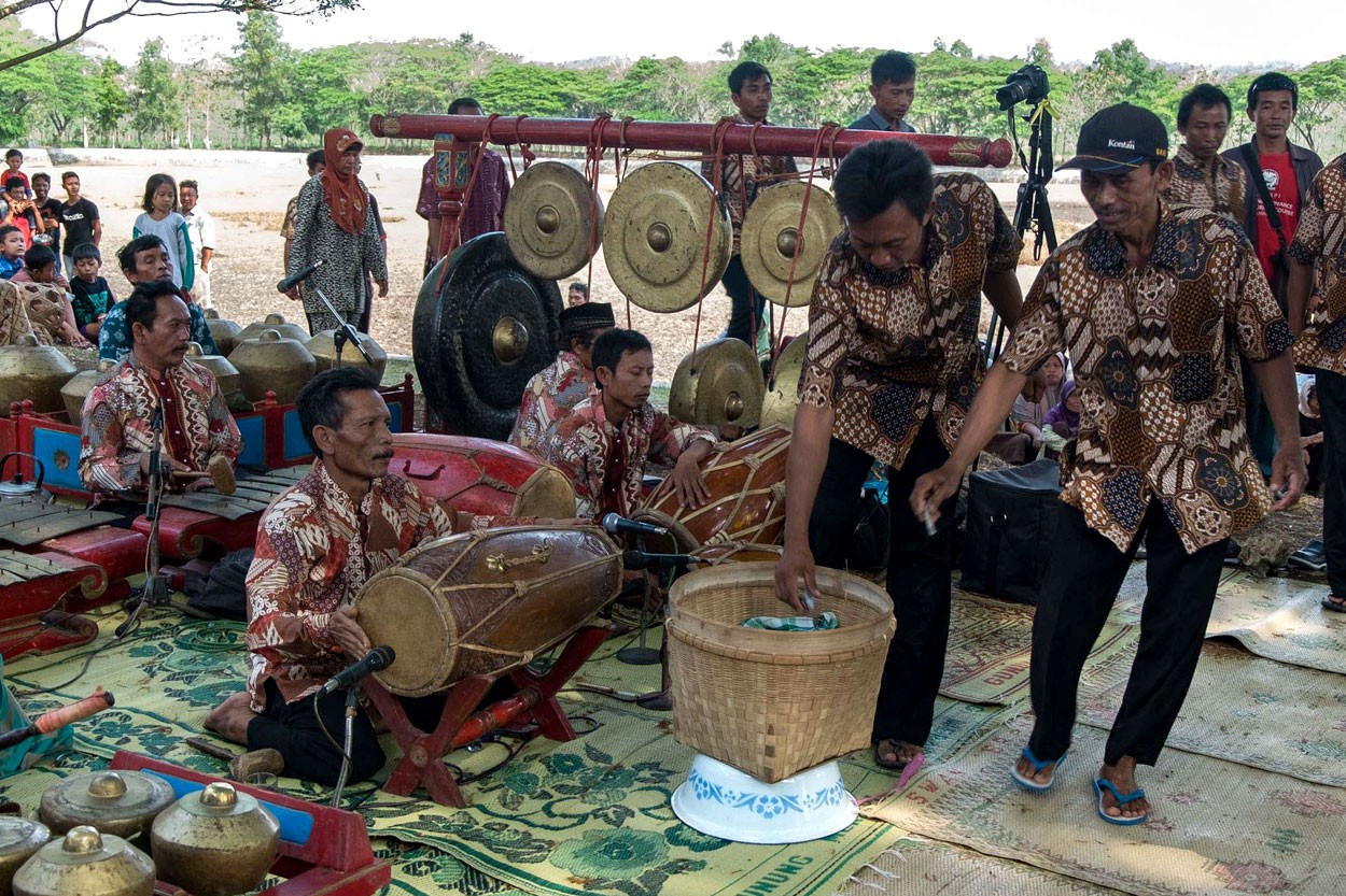 Villagers drop voluntary contributions into a basket. JP/ Tarko Sudiarno