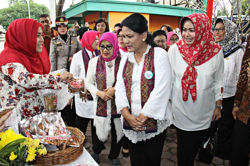 First Lady Iriana praises N. Sumatra handicrafts
