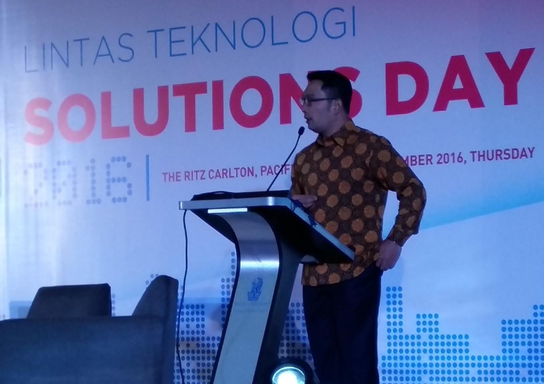 Bandung Mayor Ridwan Kamil apologizes for Christmas service raid