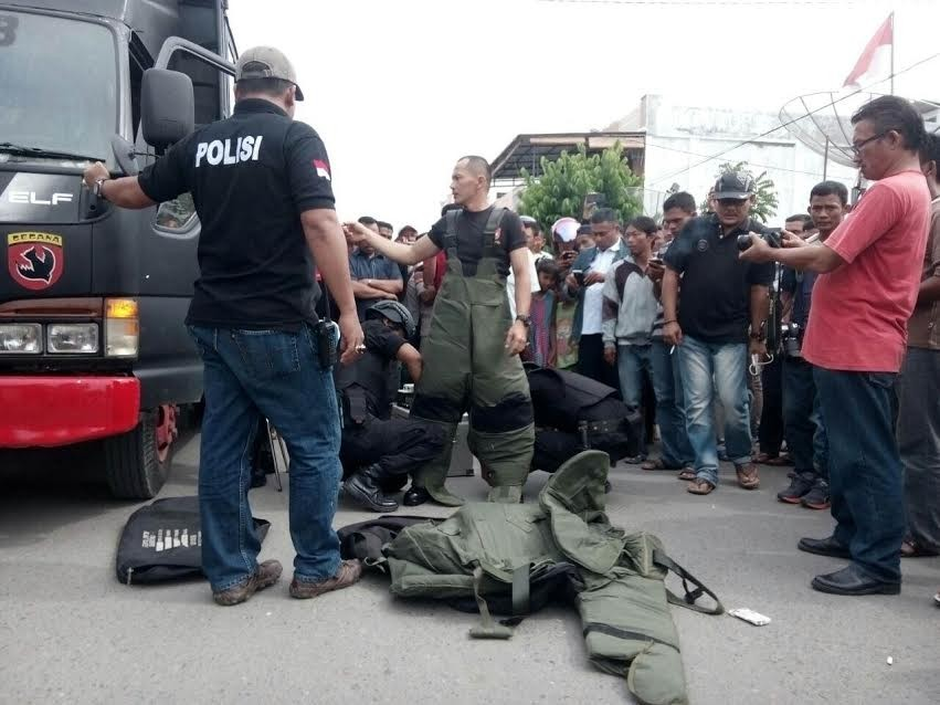 Bomb placed near Buddhist temple door in Aceh