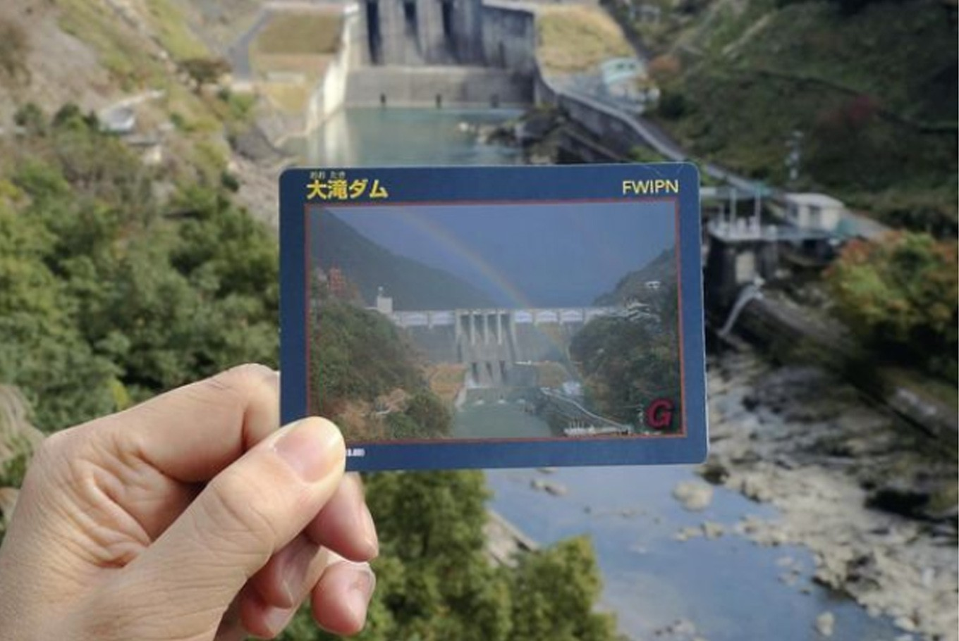 Collector cards inspire visits to dams in Japan