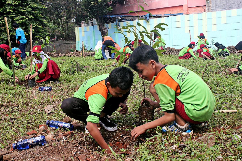 Southeast Asian teachers learn about environmental education in Bogor