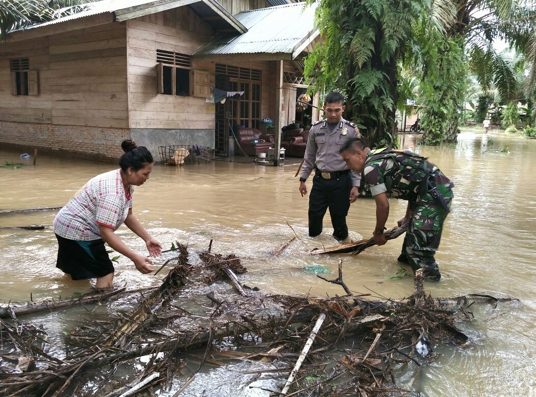 Riau declares state of emergency as disasters affect over 62,000, killing six