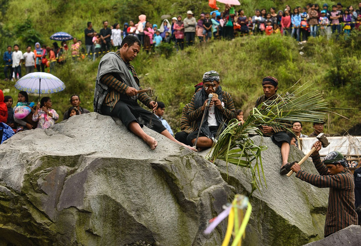 The boulders from the Merapi eruption are used as a source of music. JP/ Tarko Sudiarno