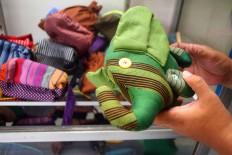 Lurik cloth can be made into charming dolls and bags. The Kurnia Lurik showroom sells the handicrafts, as well as the lurik fashion items. JP/Aditya Sagita