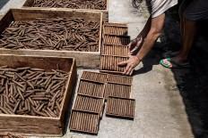 A worker dries wrapped cigars in sunlight at the Rizona Baru cigar factory in Temanggung, Central Java. JP/Agung Parameswara