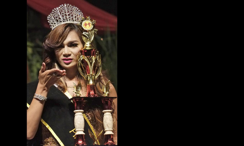 Crowning glory: The crowning of Qienabh Tappii, the new Miss Waria 2016. JP/ Jerry Adiguna