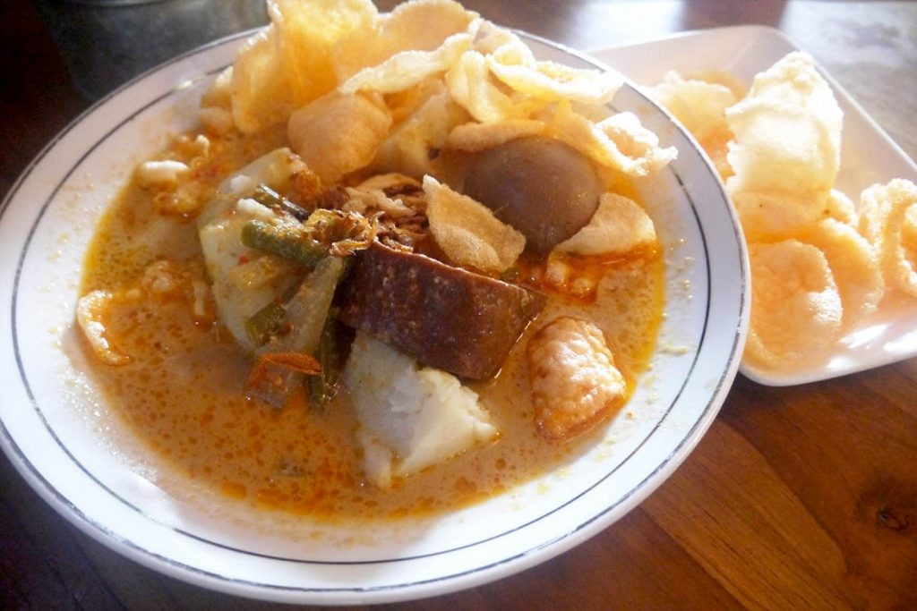 Savoring Betawi delicacies at an old-school Jakarta eatery