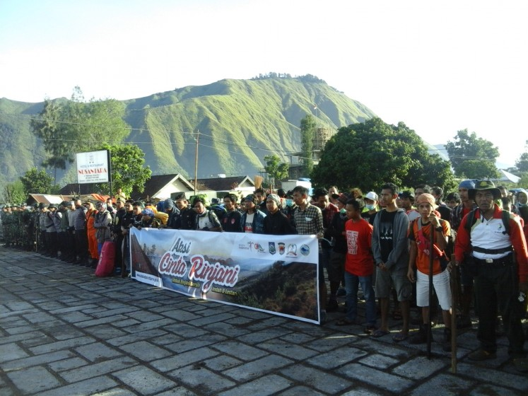Save the environment: More than 500 people prepare themselves on Dec. 10, 2016, to clean up and plant trees on Mt. Rinjani, a tourist destination famous for its beauty and notorious for its dirty condition.
