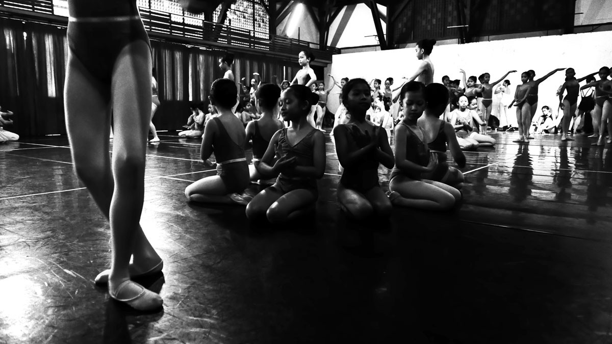 A hundred young ballerinas rehearse a dance symbolizing the new generation of Namarina. JP/Wienda Parwitasari
