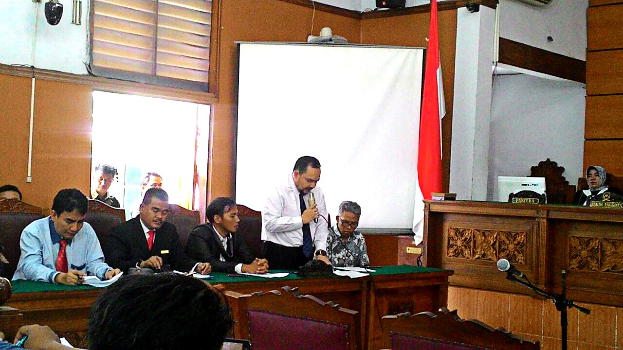 Accompanying text of Ahok video not intended as transcript: Buni Yani
