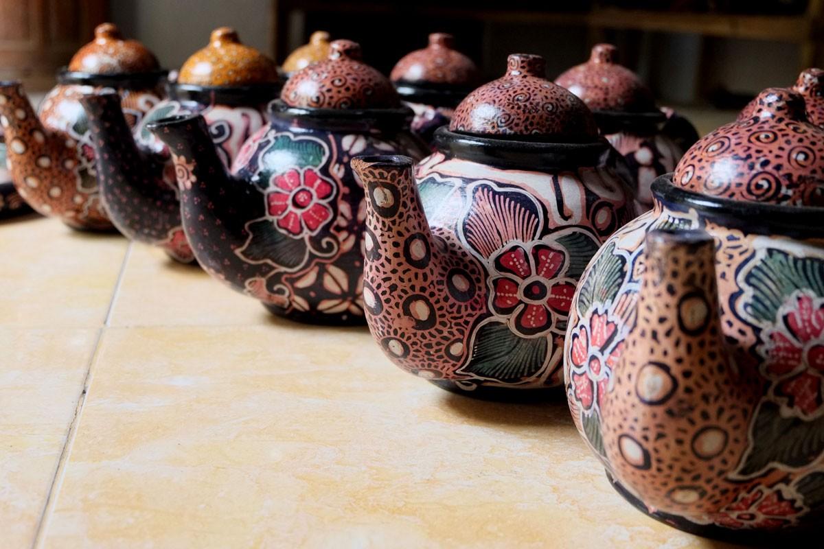 Batik teapots are on display in a showroom in Jarum village in Bayat district, Klaten, Central Java. JP/Ganug Nugroho Adi