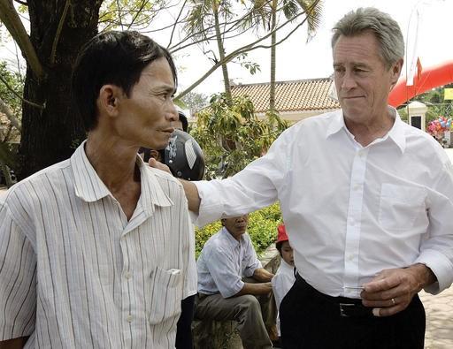 Lawrence Colburn dies; helped end Vietnam's My Lai massacre