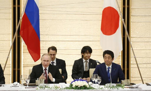 Japan, Russia sign economic pacts; stalemate on territory
