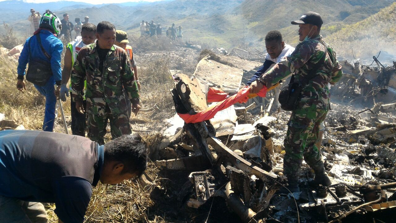 12 Air Force personnel, one technician die in Papua plane crash