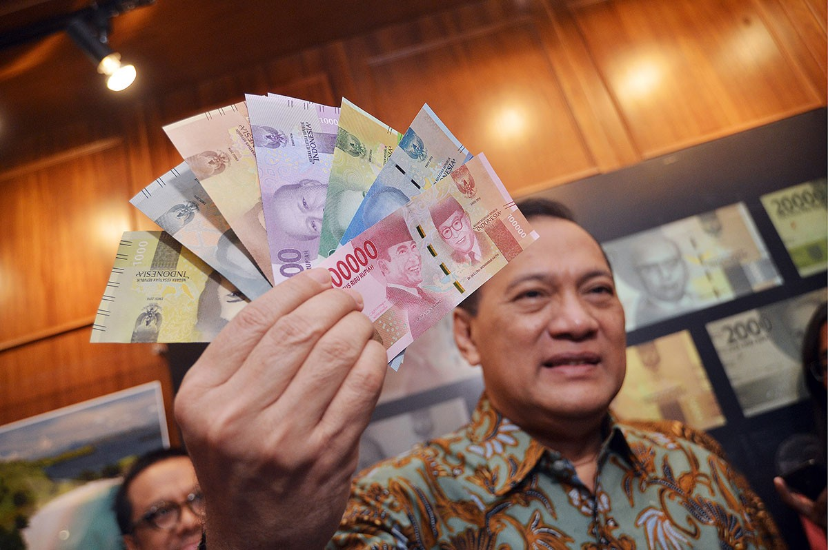 Contemplating rupiah global bonds to attract foreign funds