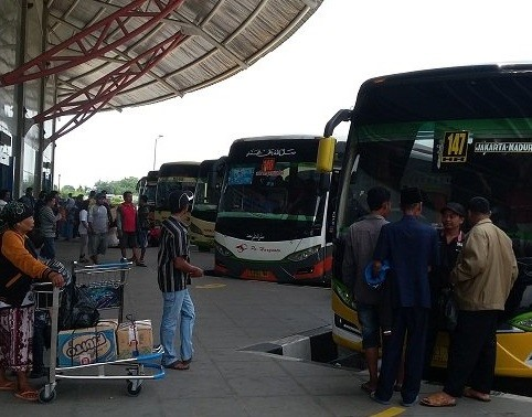 Govt blames Jakarta administration for reemergence of illegal bus terminals