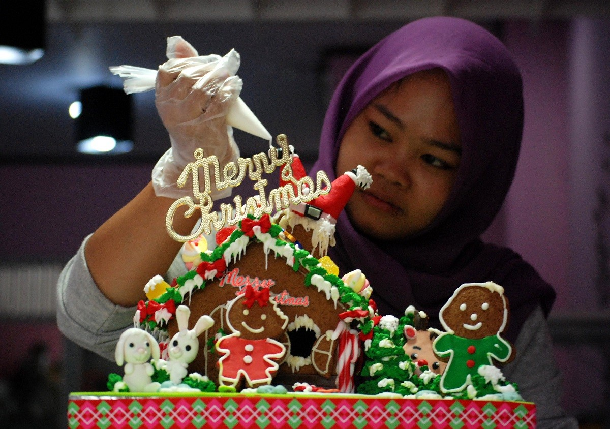Halal certification bodies clear up confusion over Christmas greetings on food