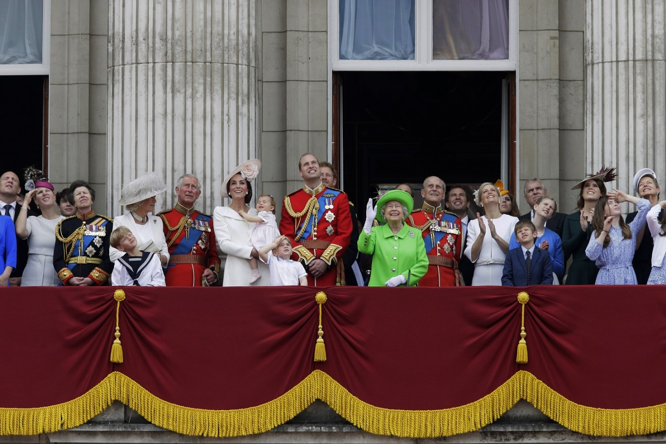 Queen elizabeth ii to step down from some organizations for Queen on balcony