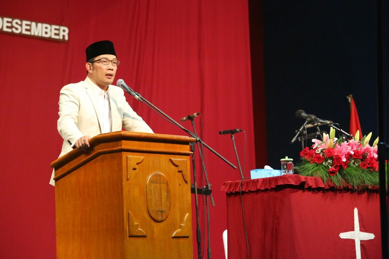 Bandung Mayor attends Christmas service, apologizes for intolerance
