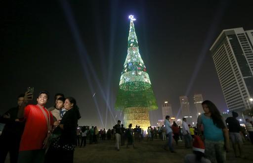 Sri Lanka claims world's tallest artificial Christmas tree