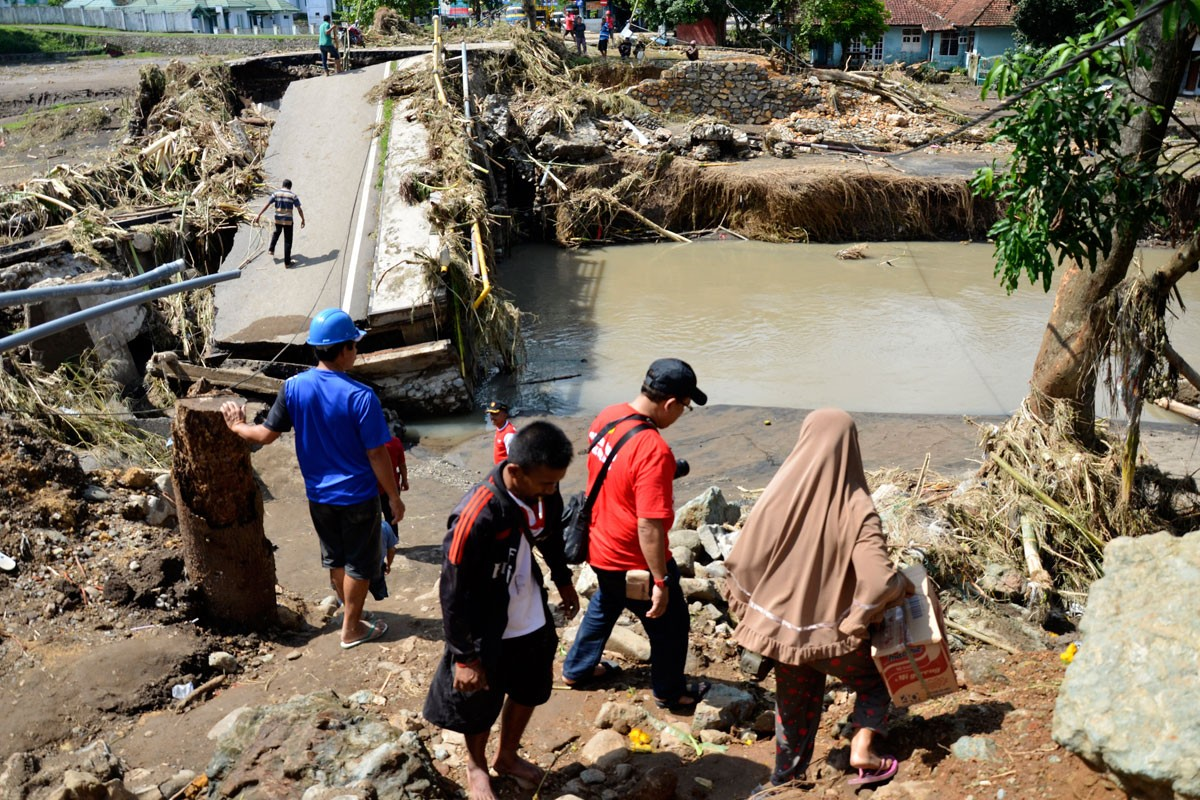 VP calls for repairs of Bima within four days of flood