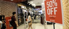 Feeling Generous: Many shops offer discounts to attract people who want to shop before Christmas. JP/ Donny Fernando