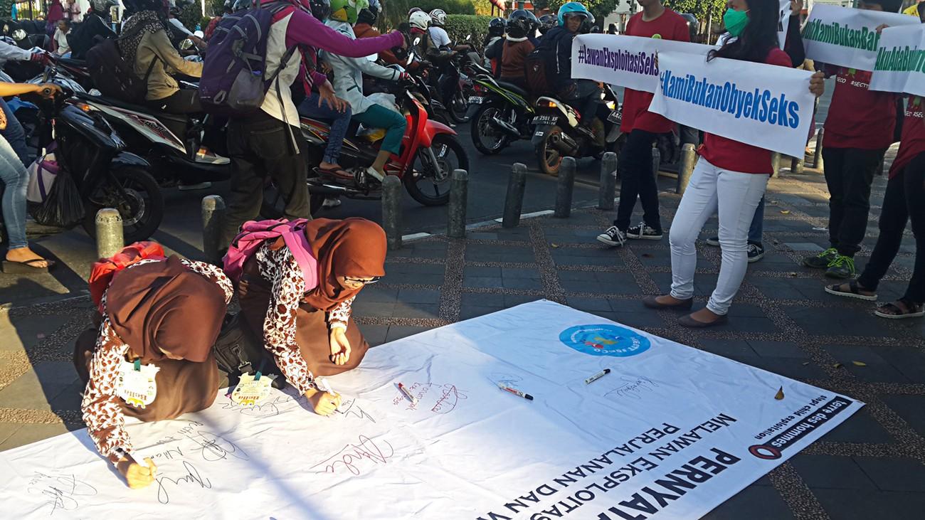 Women's groups start online petition against sentence for sexual exploitation victim