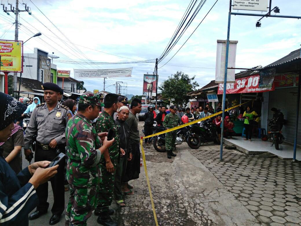 Homemade bomb found under food cart in C.Java