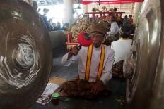 Royal servants play a pair of gamelan, namely Kyai Guntur Madu and Kyai Guntur Sari, to mark the start of Sekaten. JP/Ganug Nugroho Adi