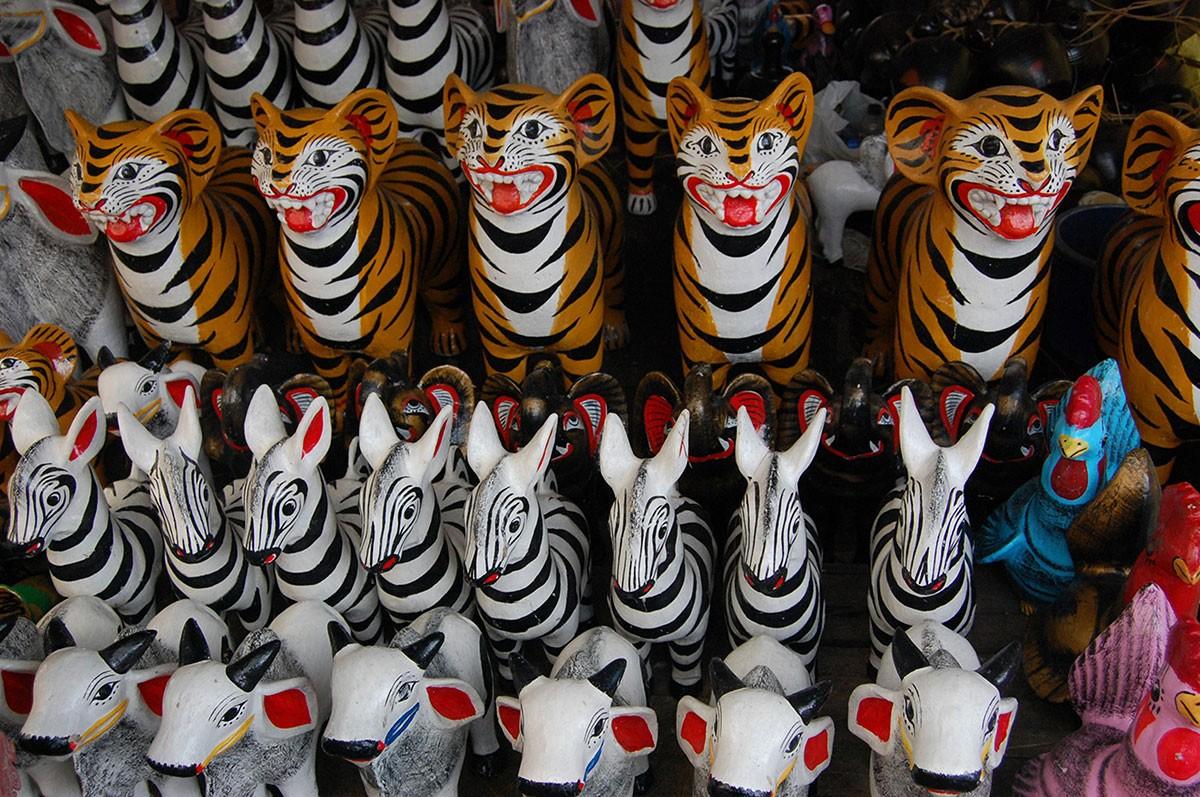 Visitors can buy animal-shaped piggy banks at markets held during Sekaten. JP/Ganug Nugroho Adi