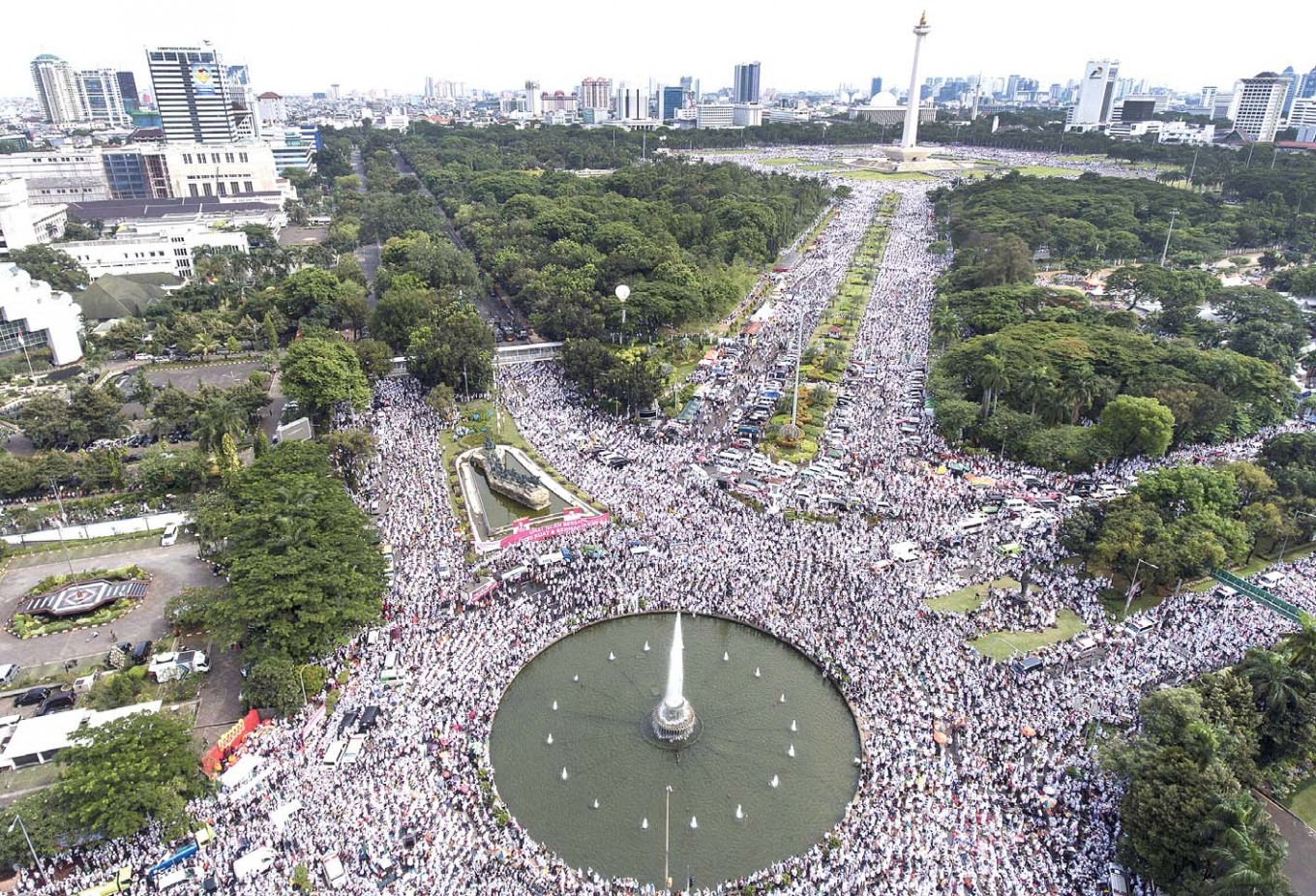 """Mass prayers: Hundreds thousands of Muslims gather and chant prayers during a rally stretching from Bank Indonesia to the Monument National in Central Jakarta on Dec. 2. The event was held to demand the jailing of Jakarta Governor Basuki """"Ahok"""" Tjahaja Purnama for blasphemy."""