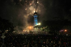 Thousands of people enjoy the fireworks show at Jam Gadang, Bukit Tinggi, West Sumatra on Sunday morning. Antara/Muhammad Arif Pribadi