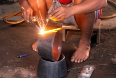 The plates are welded to make a kenong. JP/Aditya Sagita