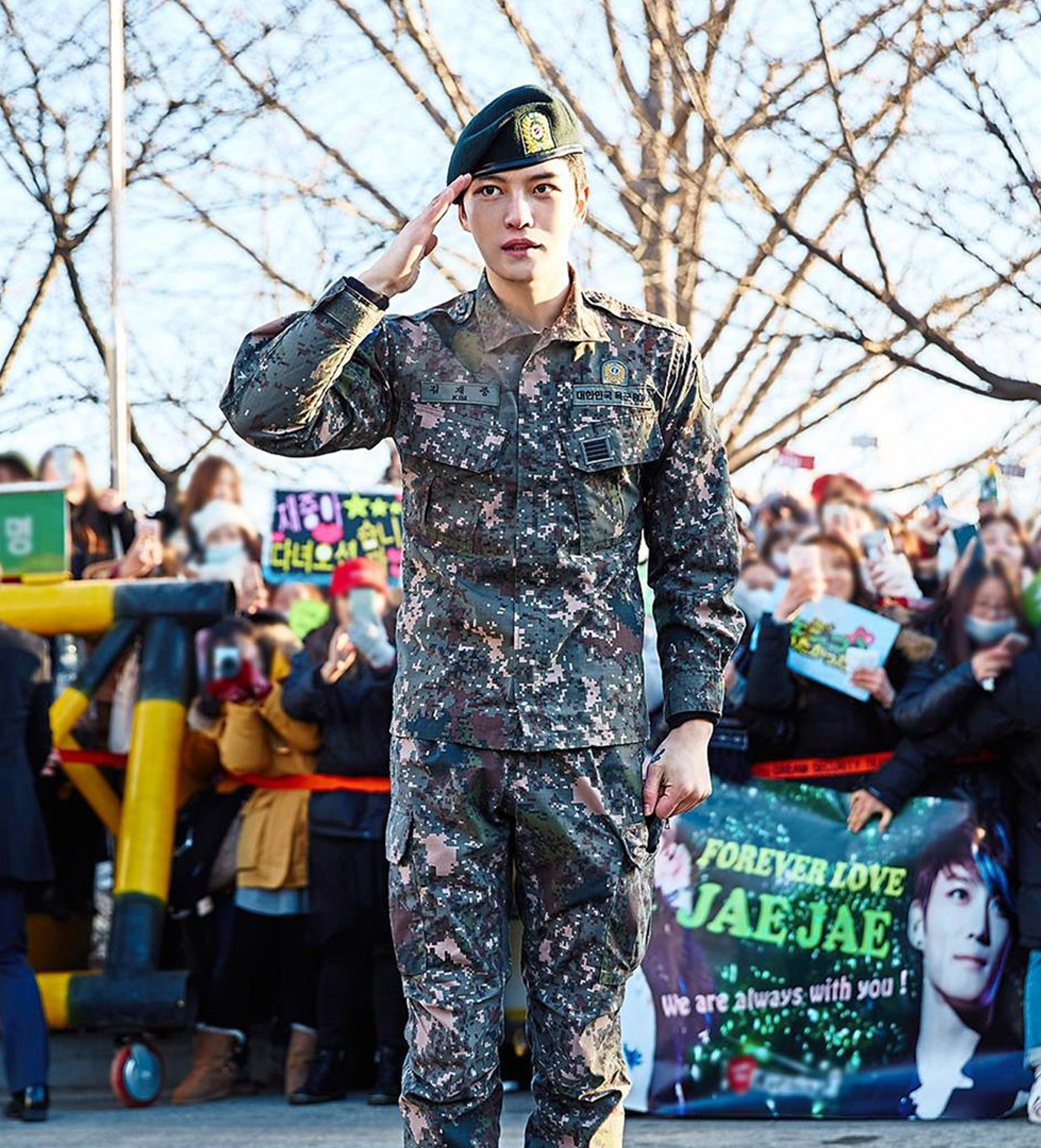 Google theme jaejoong - Jae Joong After His Discharge From The Military On Dec 30 2016 Five Hundred Fans Were On Hand To Welcome Him The Star File