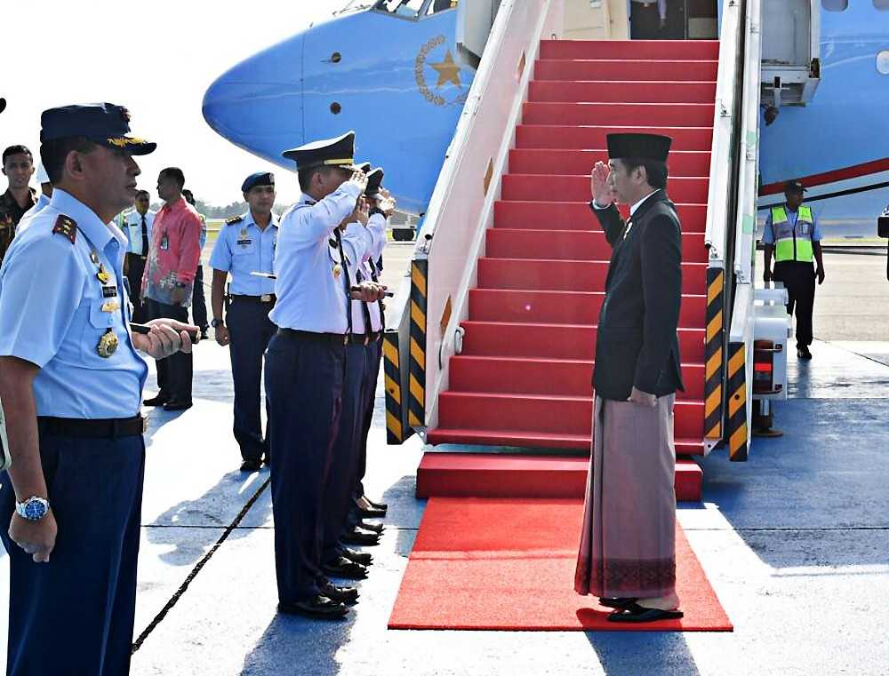 Rocking low-maintenance fashion, Jokowi style