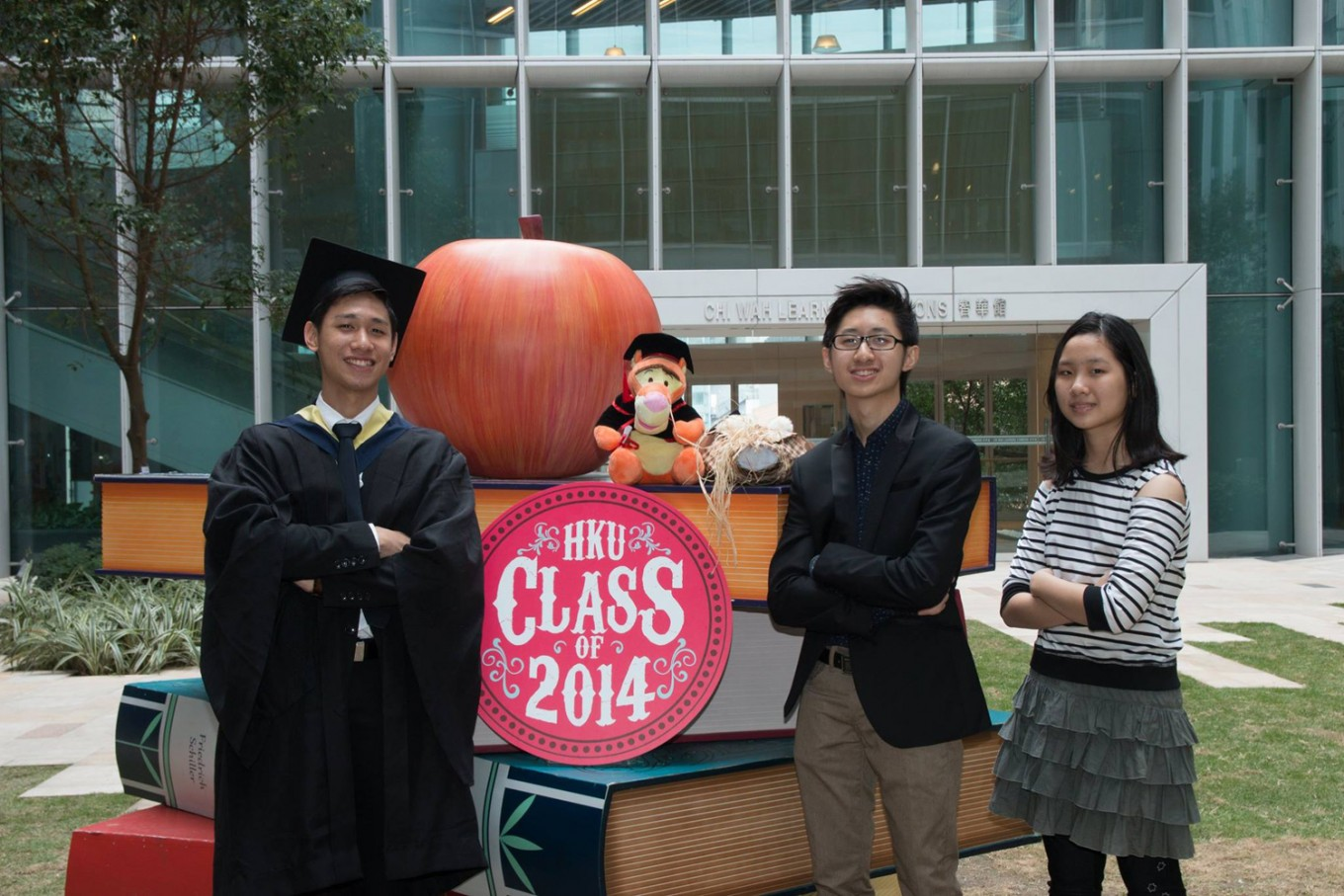 Kevin Sugianto (left), brother of Fernaldy Sugianto (middle), graduated from HKU in 2014
