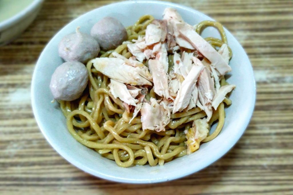 Breakfast at the legendary 'bakmi karet' eatery