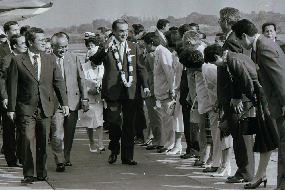 Then president Soeharto [second left] walks beside Nakasone [center] upon his arrival in Jakarta in 1983. JP/Alex Lumy