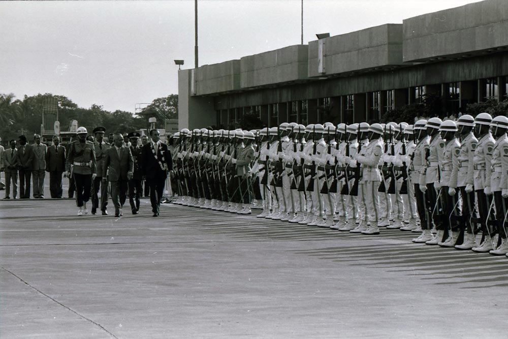 Nakasone and Soeharto walk past a row of the Indonesian Military soldiers, at that time called the Indonesian Armed Forces [ABRI], during a state ceremony welcoming the guests. JP/Alex Lumy
