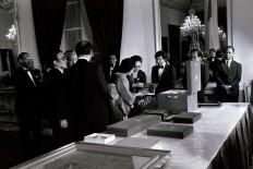 Tien Soeharto shows a book to Tsutako Nakasone before the state dinner. JP/Alex Lumy