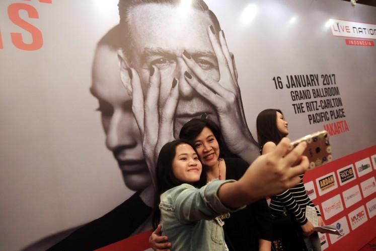 Bryan Adams takes fans on walk down memory lane