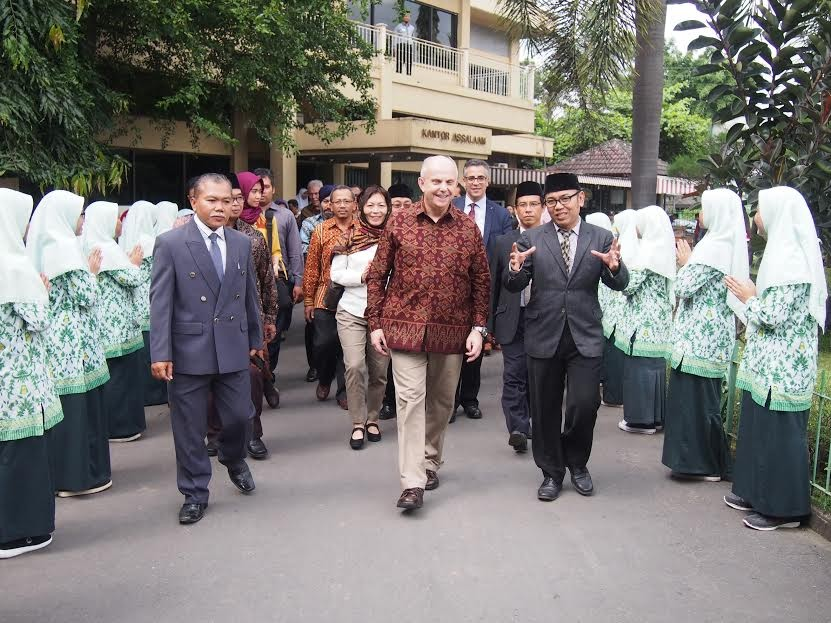 US ambassador visits pesantren to learn about Islam