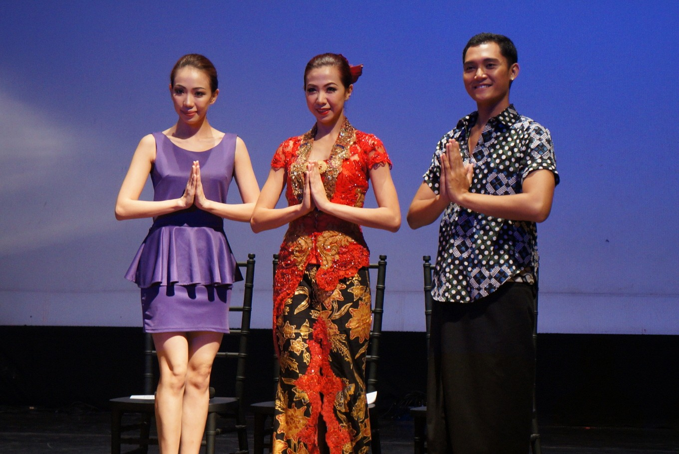 Director of Indonesian Dance Theater Claudia Warni (left), principal Sisilia Oei (center) and head of dance company Josh Marcy at a press conference in Jakarta on Jan. 21 prior to the recital. JP/ Seto Wardhana