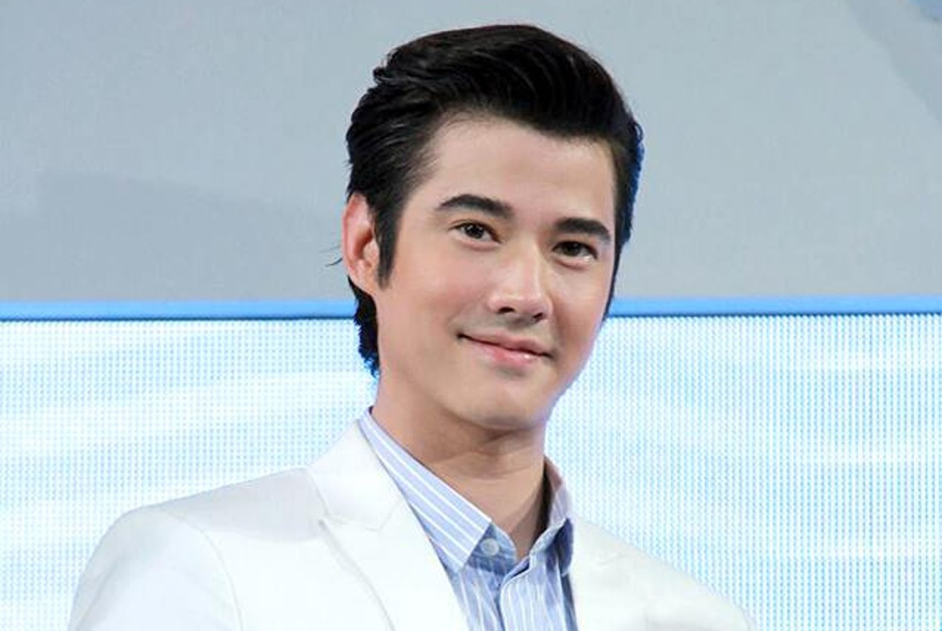 thai star mario maurer finishes master s degree. Black Bedroom Furniture Sets. Home Design Ideas