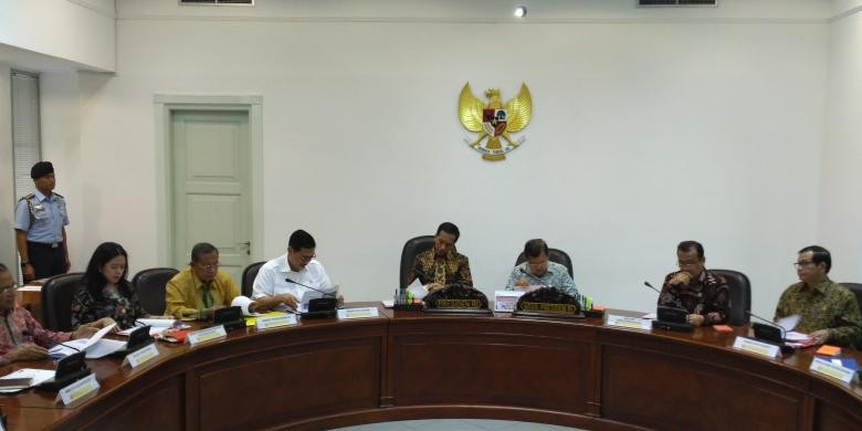 Jokowi calls for cuts to gas prices