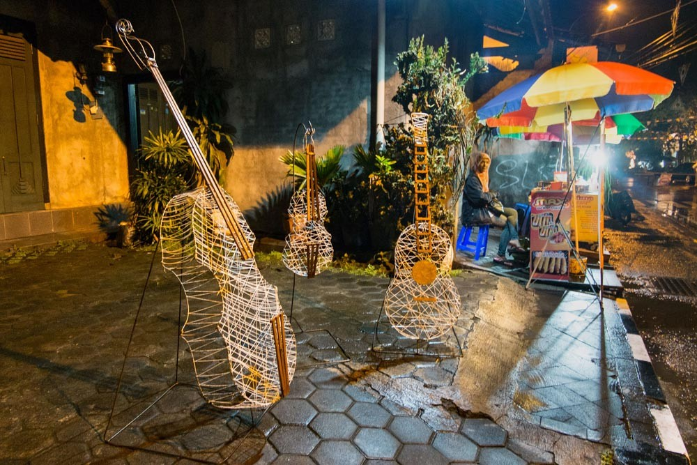 Bamboo art installations are displayed to give participants an opportunity to take pictures during the keroncong festival in Kotagede, Yogyakarta. JP/ Tarko Sudiarno