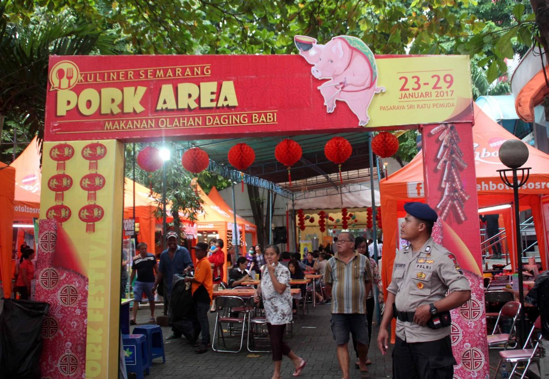 Thousands flock to pork festival in Semarang