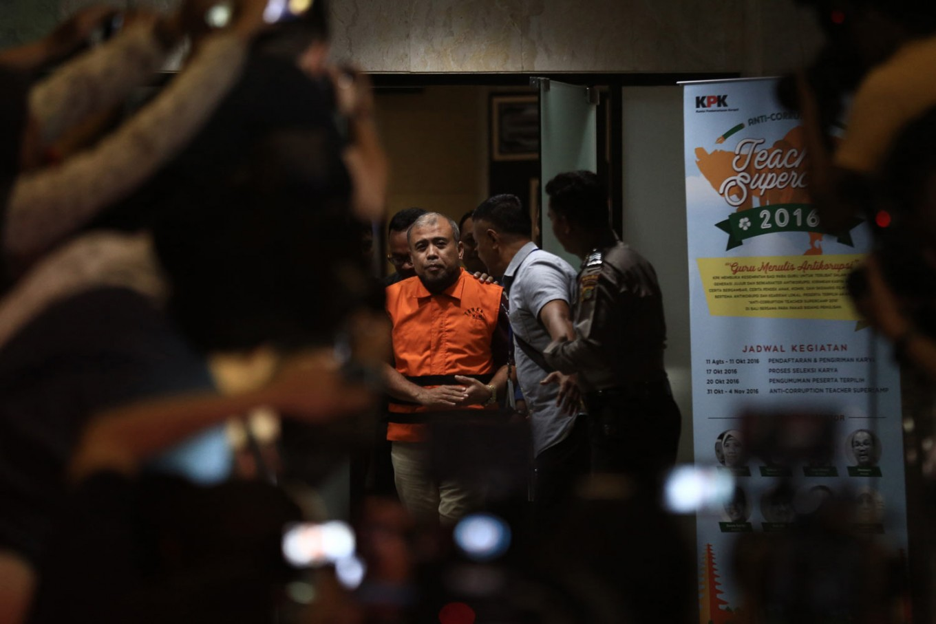 Constitutional Court justice and bribery suspect Patrialis Akbar (center) leaves the Corruption Eradication Commission (KPK) building on Jan. 27. JP/ Dhoni Setiawan