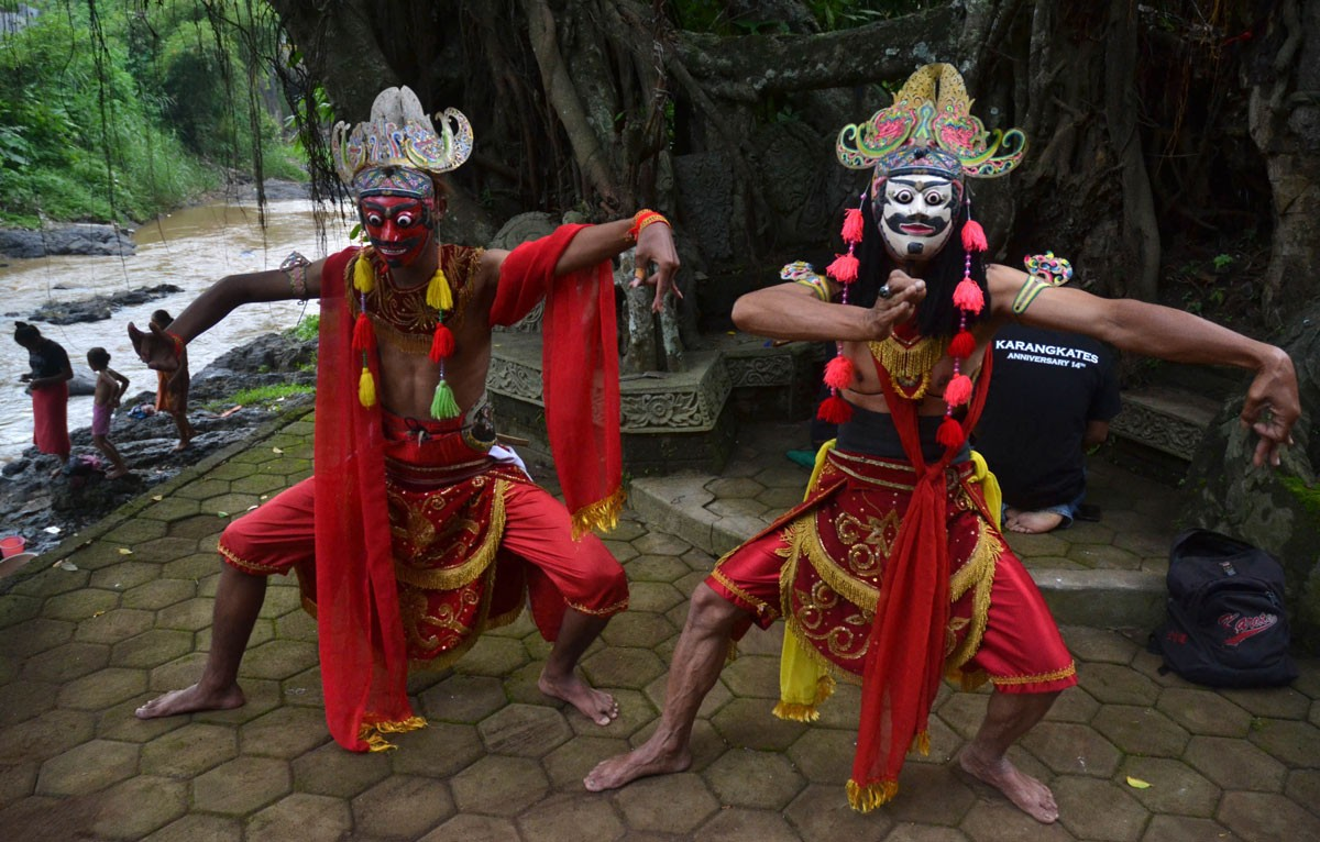 Two Malangan mask dancers perform at the opening of Gebyar Budaya Malangan mask ritual at Mbah Karimun grave, Pakisaji, Malang, East Java in December. Mbah Karimun is known as the maestro of Malangan dance. JP/ Aman Rochman